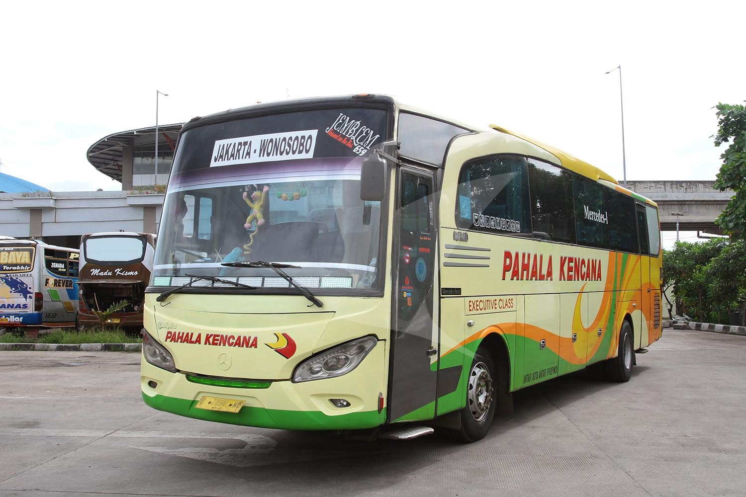Terminal Poris Plawad Travel Indonesia